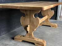 Trestle End Oak Farmhouse Dining Table (11 of 18)