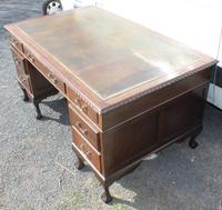 1960s Large Mahogany Pedestal Desk with Brown Leather on Top (3 of 4)