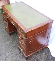 1960's Mahogany Pedestal Desk with Green Leather Inset (3 of 4)