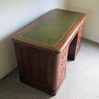 Mahogany Kneehole Desk (8 of 11)