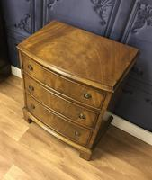 Bow Front Mahogany Chest of Drawers (6 of 8)
