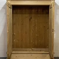 Antique Continental pine double wardrobe 'dismantles' (6 of 6)
