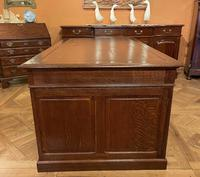 Important French Pedestal Desk from 19th Century in Oak (12 of 13)