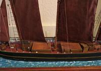 Cased Ships Model: 3-Masted Schooner (4 of 5)