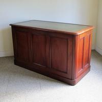 Mahogany Kneehole Desk (6 of 11)