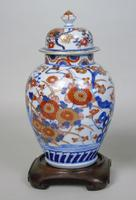 Good Pair of 19th Century Imari Porcelain Lidded Vases on Stands (3 of 10)