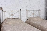 Simple Pair of Single Victorian Iron & Brass no End Beds - Can be Joined (8 of 8)