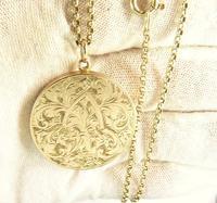 World War I Era Hallmarked Gold Locket 1915 on 17 Inch Chain (3 of 11)