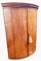 A Lovely George III Mahogany Bowfronted Hanging Wall Corner Cabinet (2 of 6)