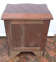 1900's Quality Mahogany Serpentine Chest Drawers + Flame Veneer on Bracket feet (3 of 4)
