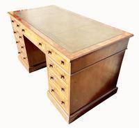 Superb Quality Victorian Mahogany Pedestal Desk (2 of 7)