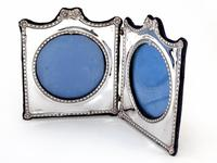 Decorative Edwardian Silver Double Folding Frame with a Floral and Bow Border (6 of 7)