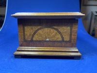 19th century French Walnut Inlaid Jewellery Box. (3 of 16)