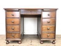 Early 20th Century Oak Kneehole Desk (3 of 14)