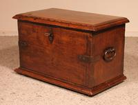 Small Spanish Chest in Walnut 17th Century (7 of 10)