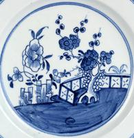 English Blue & White Ceramic Chinoiserie Fence Pattern Decorated Plate 18th Century (9 of 12)