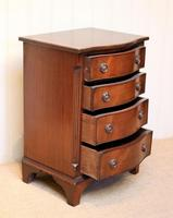Small Proportioned Mid Century Mahogany Chest of Drawers (6 of 9)