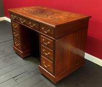 Small Antique Edwardian Leather Bound Mahogany Twin-Pedestal Writing Desk (4 of 16)