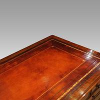 Victorian Mahogany Pedestal Desk (2 of 10)