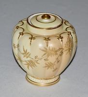 Superb Worcester Royal Porcelain Co. Blush Ivory Lidded Vase 1890 (3 of 9)