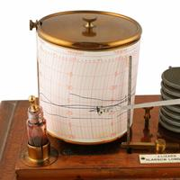 Edwardian Oak Cased Barograph (3 of 8)