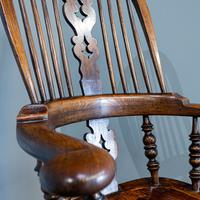 Broad Arm Windsor Chair (4 of 5)