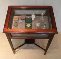 Mahogany Bijouterie / Display Table (3 of 9)