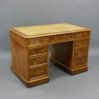 Quality 19th Century Walnut Pedestal Desk (4 of 6)