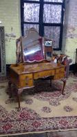 Burr Walnut Dressing Table (4 of 5)