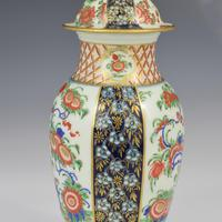 First Period Worcester Porcelain Kakiemon Vase & Cover Ex-zorensky (6 of 13)