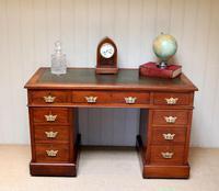 Late 19th Century Walnut Pedestal Desk c.1895 (8 of 10)