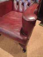 Superb Antique Leather Buttoned Wing Armchair (4 of 8)