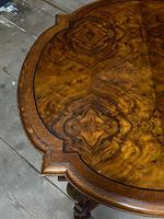 Pretty Walnut Carolean Coffee or Lamp Table (9 of 10)