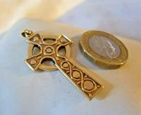 9ct Gold Large Celtic Cross Religious Pendant 2002 London 4.5cm Length 7.1 Grams (11 of 11)