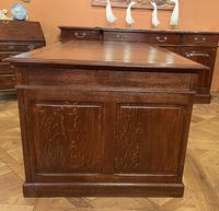 Important French Pedestal Desk from 19th Century in Oak (9 of 13)
