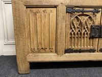 French Gothic Bleached Oak Sideboard (14 of 17)