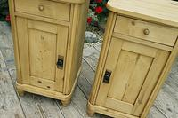 Exceptional Quality Pair of Old Stripped Pine Bedside Cabinets (3 of 9)