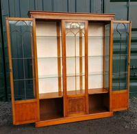 Reprodux bevan funnell yew wood display cabinet (3 of 8)