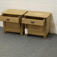 Pair of Small Bedside Cabinets (4 of 5)