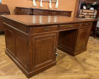 Important French Pedestal Desk from 19th Century in Oak (2 of 13)