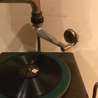 Vintage His Masters Voice Horned Gramophone (3 of 7)