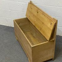 Old Pine Box Bench (4 of 4)