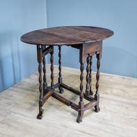 Early 18th Century Drop Leaf Table (2 of 10)