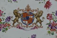 19th Century Samson Armorial Comport Decorated with a Heraldic Crest (3 of 6)
