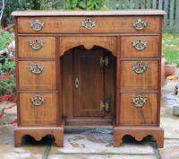 Early 18th Century Walnut Kneehole Desk (6 of 10)