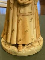 Royal Worcester – Porcelain Figure 'Shape: 1052' of A Young Lady Wearing a Fine Dress by James Hadley (4 of 5)