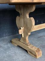 Trestle End Oak Farmhouse Dining Table (6 of 18)