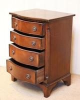 Small Proportioned Mid Century Mahogany Chest of Drawers (7 of 9)