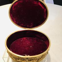 Super large gilt jewel box with Limoges enamel miniature (4 of 5)