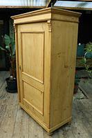 Fabulous Large Old Pine One Door Cupboard - Linen/Food/Kitchen/Larger/Wardrobe - We Del;iver! (9 of 11)